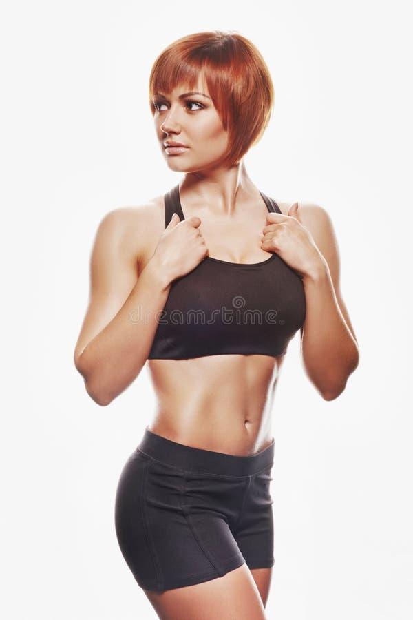 Портрет женщины redhead в sportswear красивейшие детеныши женщины студии съемки танцы пар стоковая фотография