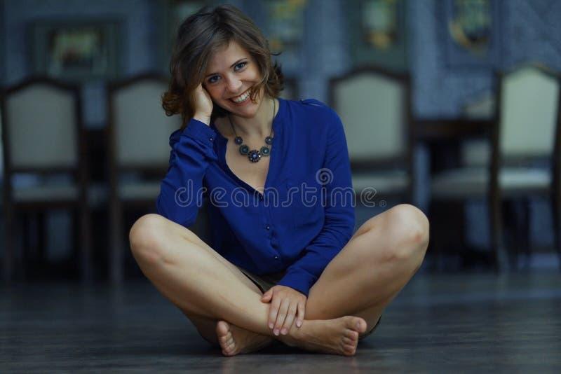 Портрет жизнерадостной девушки стоковое фото rf