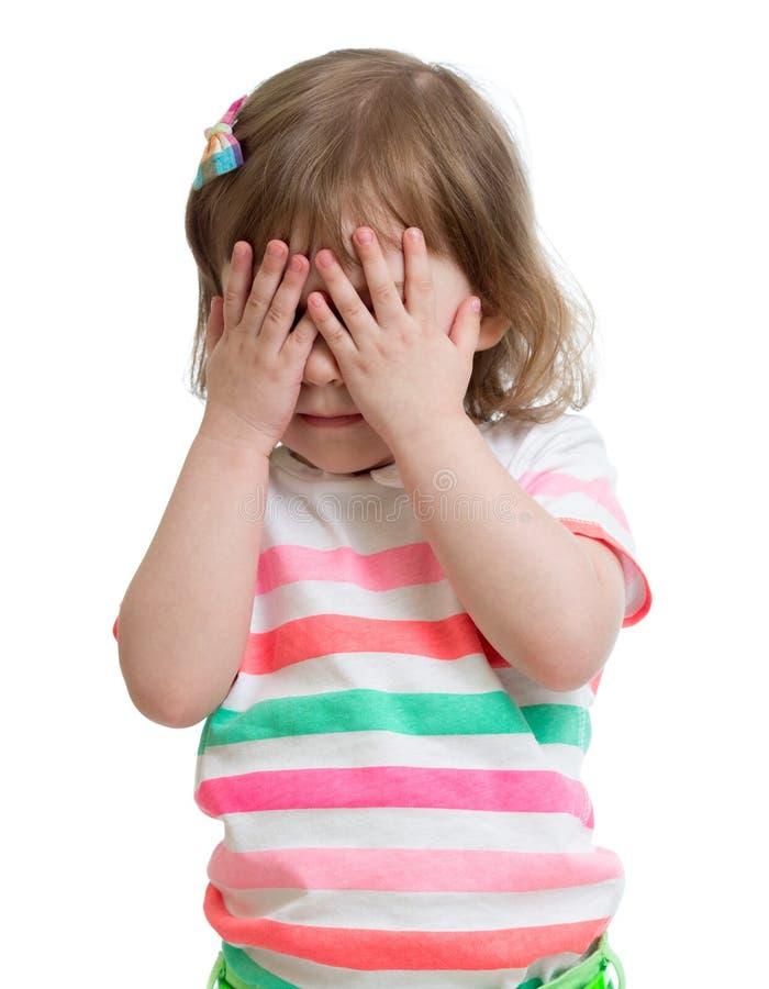 Портрет застенчивого конца маленькой девочки вверх стоковое изображение rf