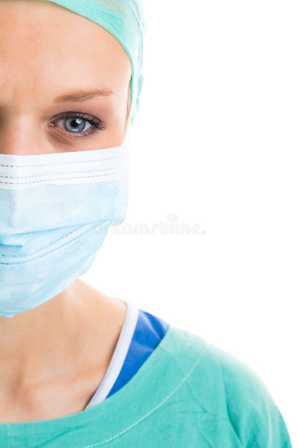 Портрет задумчивого/унылый/вымотал женских доктора/хирурга стоковое фото