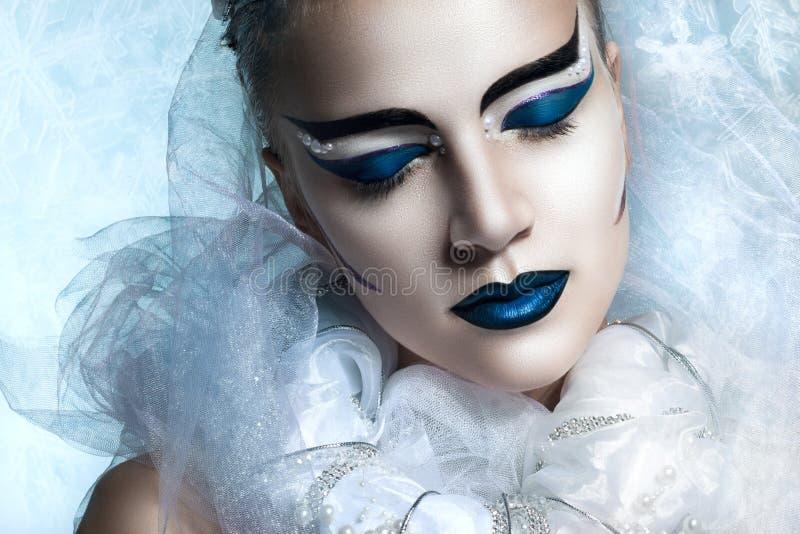 Портрет зимы женщины с творческим составом стоковые фотографии rf