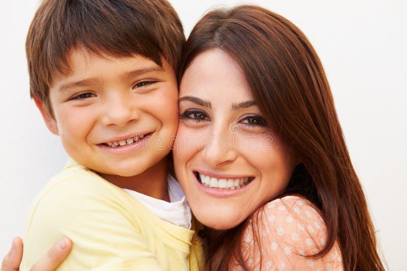 Портрет испанской матери и сына стоковое фото rf