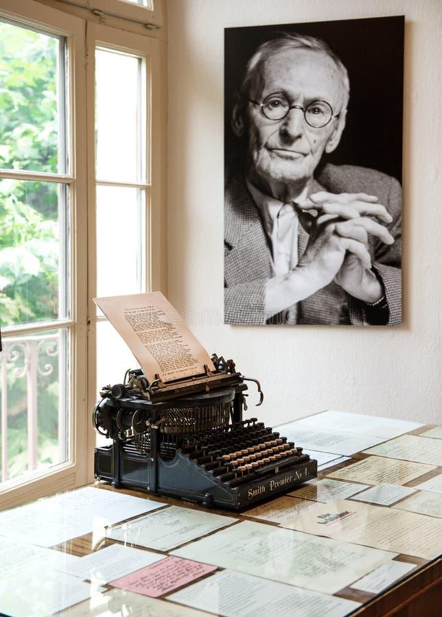 Портрет и первоначально машинка в музее Хермана Hesse стоковое фото rf