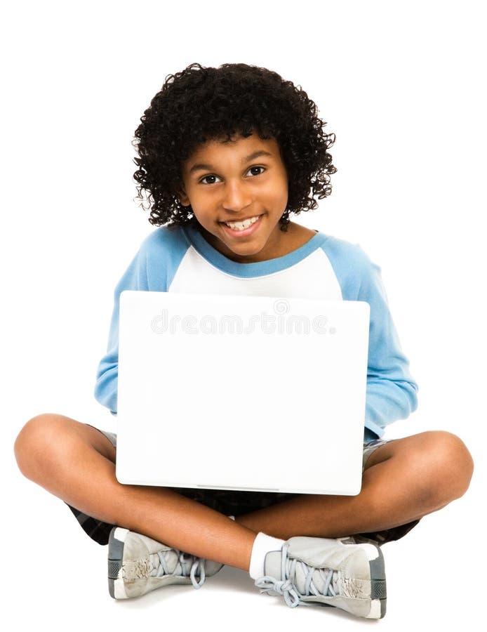 портрет компьтер-книжки мальчика используя стоковое фото rf