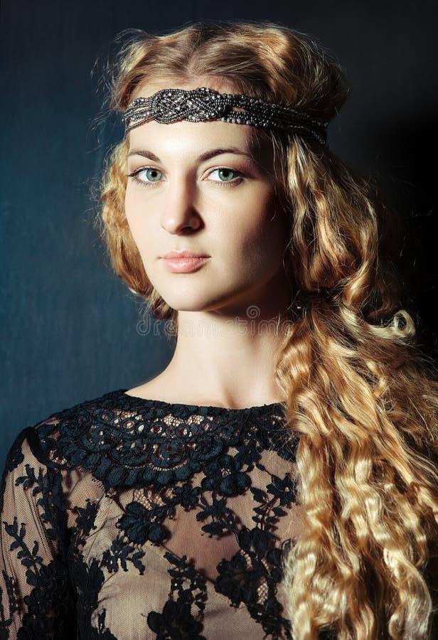 Портрет красивейшей белокурой девушки стоковые фотографии rf