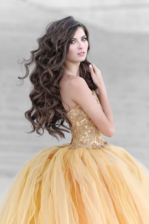 Портрет красивейшей молодой модели стоковое фото