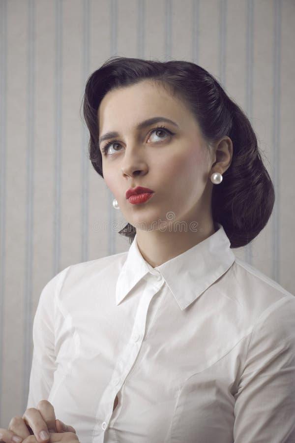Портрет красивейшей ретро женщины дела стоковая фотография rf
