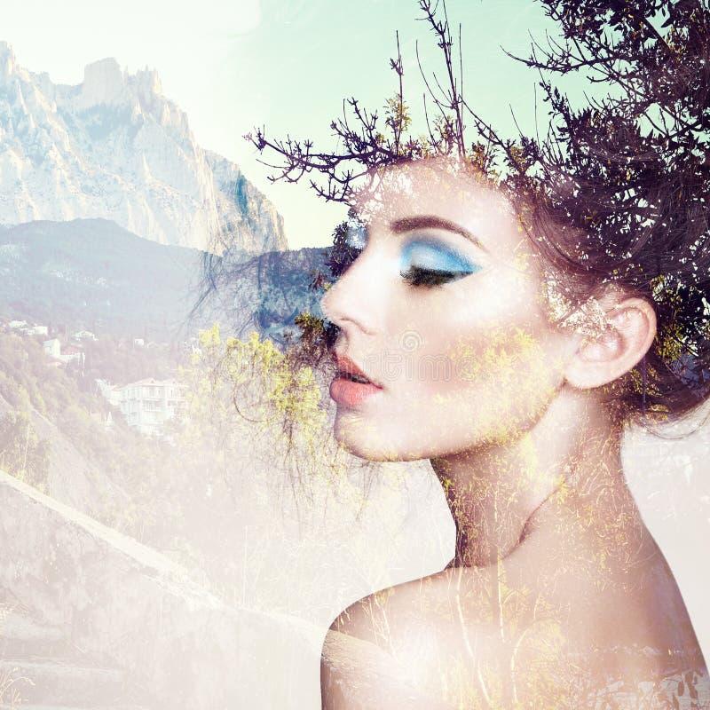 Портрет красивейшей чувственной женщины с шикарным стилем причёсок стоковая фотография rf