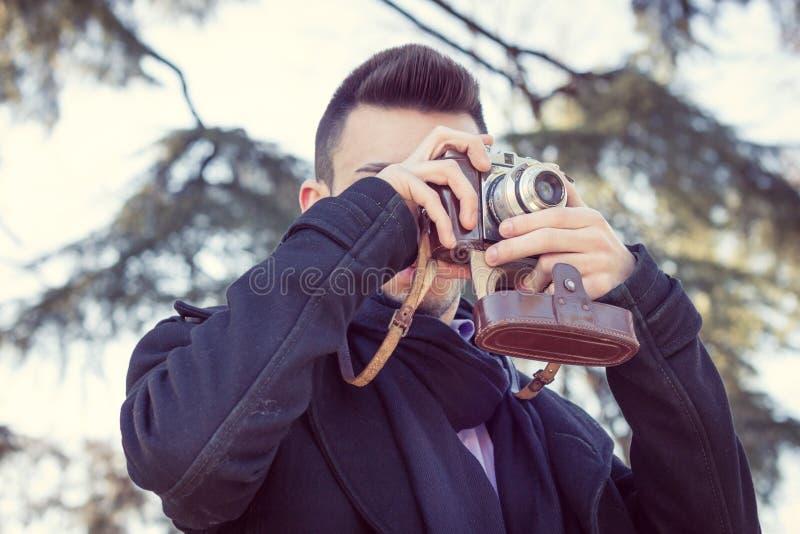 Портрет красивого молодого человека стоковые фотографии rf