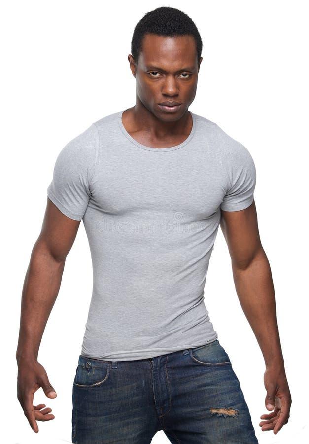 Человек афроамериканца представляя против белой предпосылки стоковая фотография rf