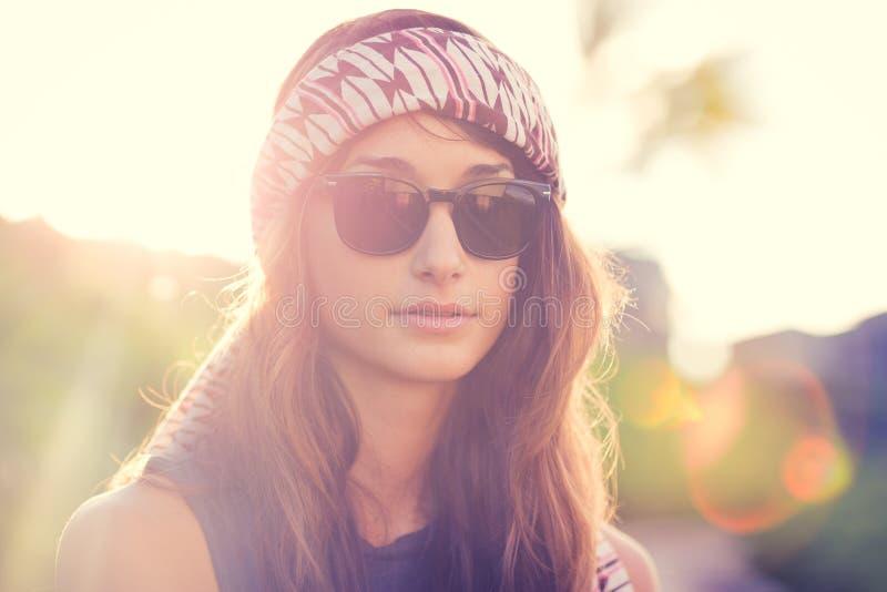 Портрет красивой девушки битника стоковое фото