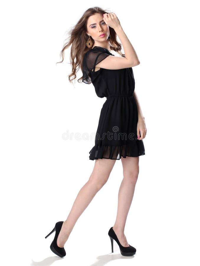 Портрет красивой девушки в меньшем черном платье стоковые изображения rf