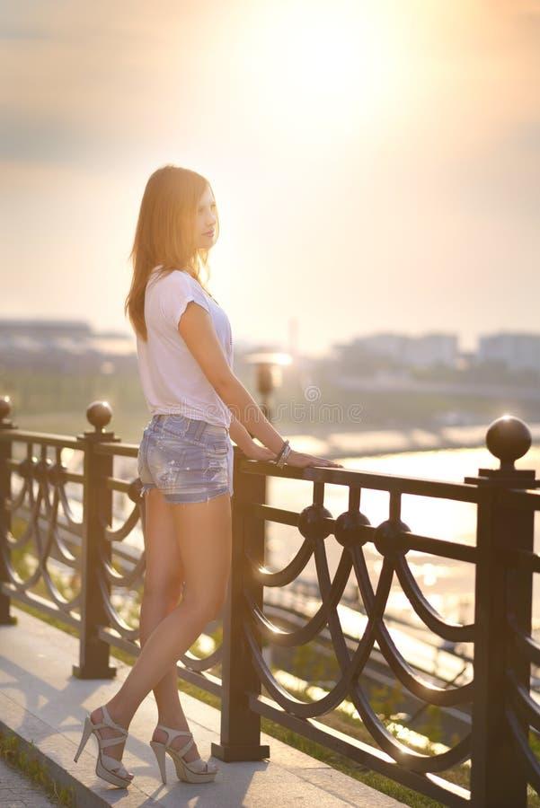 Download Портрет красивой девушки моды Стоковое Фото - изображение насчитывающей персона, природа: 33725016