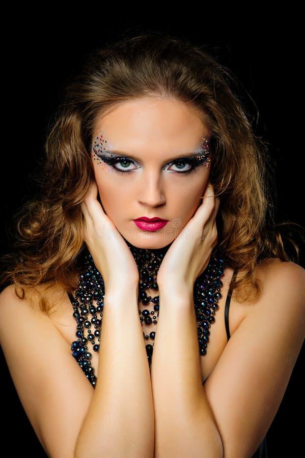 Портрет красивой девушки с ярким составом искусства моды стоковые изображения rf
