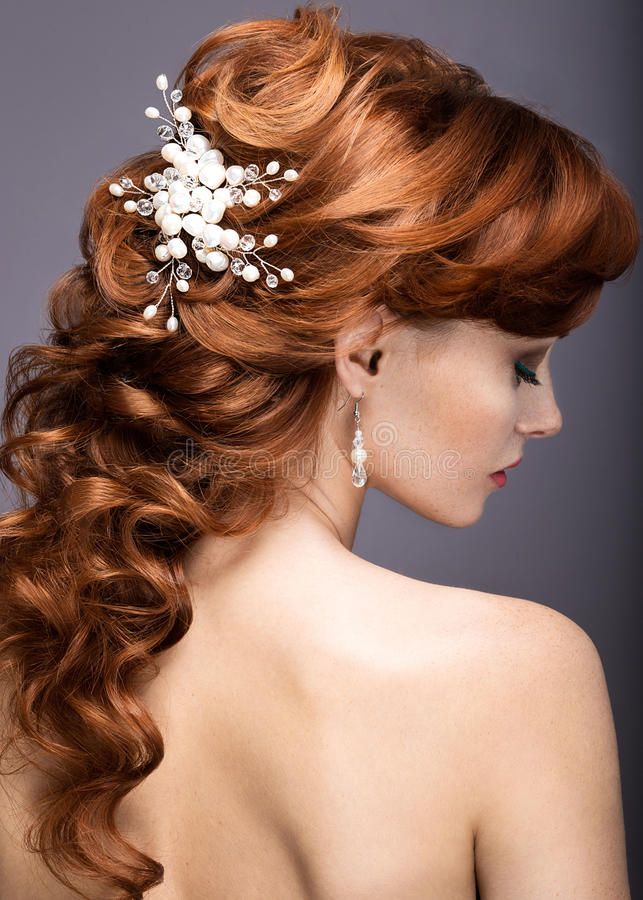 Портрет красивой женщины имбиря в изображении невесты стоковая фотография rf