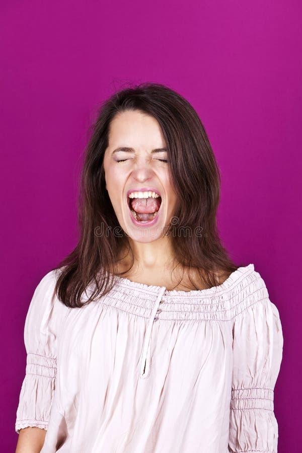 Портрет красивой женщины кричащий стоковая фотография rf