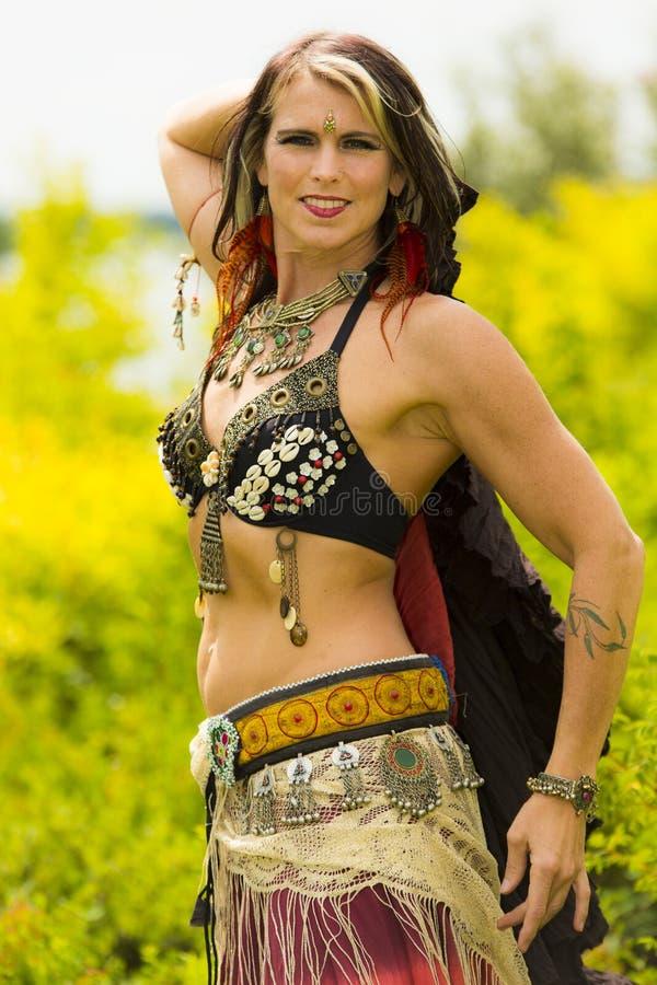 Портрет красивой исполнительницы танца живота стоковые фотографии rf