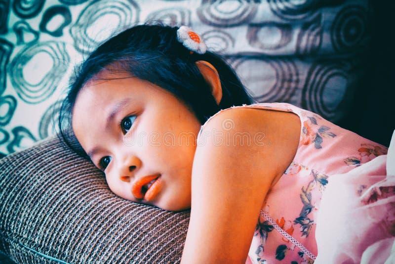 Портрет красивой модной молодой азиатской девушки стоковое фото