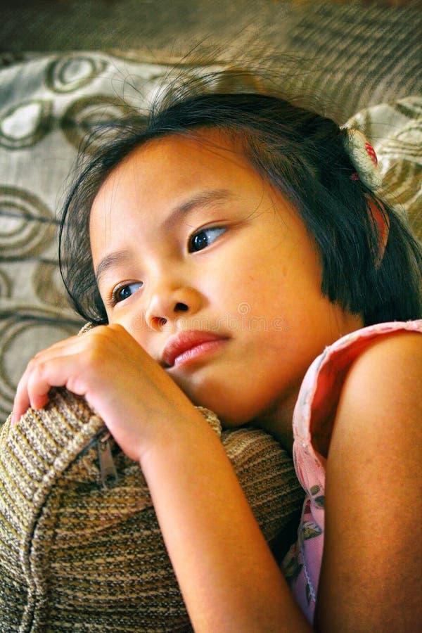 Портрет красивой модной молодой азиатской девушки стоковое изображение rf