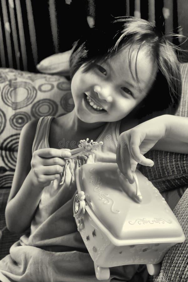 Портрет красивой модной молодой азиатской девушки стоковое изображение