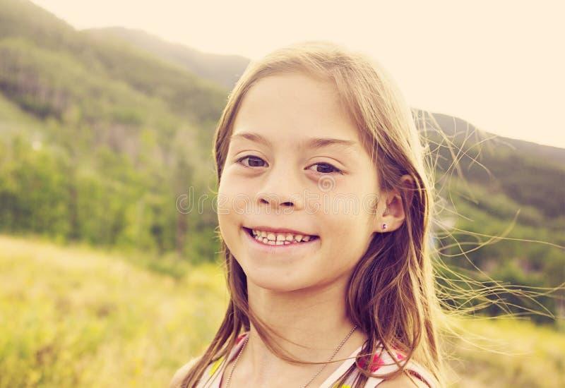 Портрет красивой молодой испанской девушки беспристрастный стоковое изображение rf