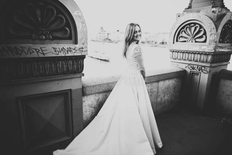 Портрет красивой невесты моды, сладкий и чувственный Свадьба составляет и волосы стоковое изображение