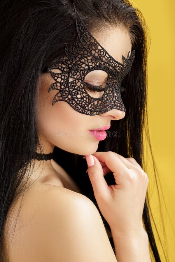 Сексуальные девушки в масках
