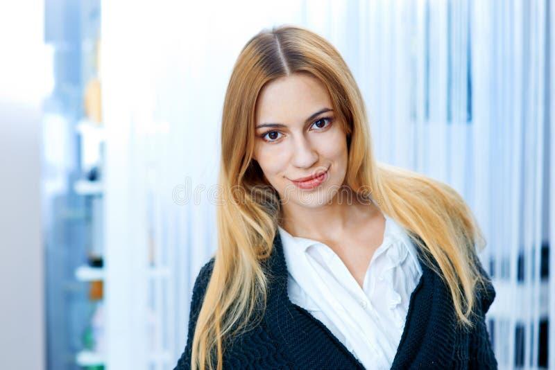 Портрет красоты красивой женщины стоковые фото