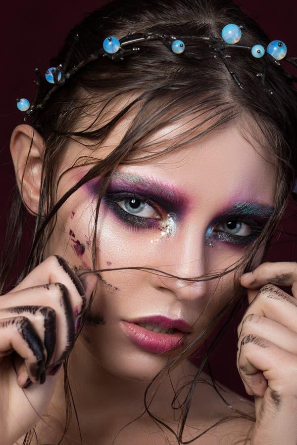 Портрет красоты маленькой девочки с составом моды творческим стоковые изображения rf