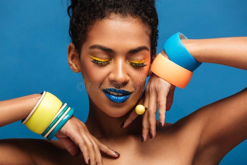 Портрет красоты привлекательной Афро-американской молодой женщины с стоковое фото rf