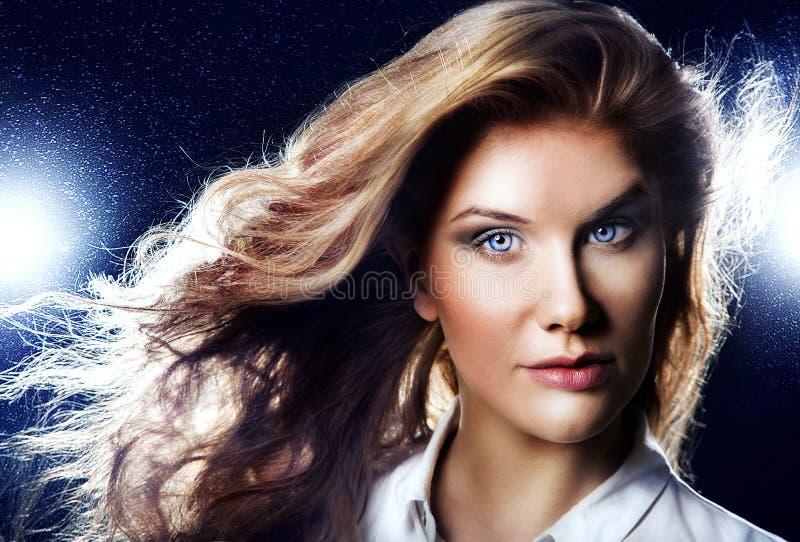 Download Портрет красоты чувственной красоты Стоковое Изображение - изображение насчитывающей bluets, свеже: 40577085