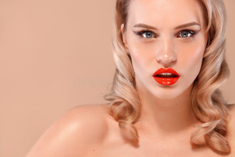 Портрет крупного плана женщины с чистой и свежей кожей Обнажённый состав Косметология, красота и курорт стоковое изображение