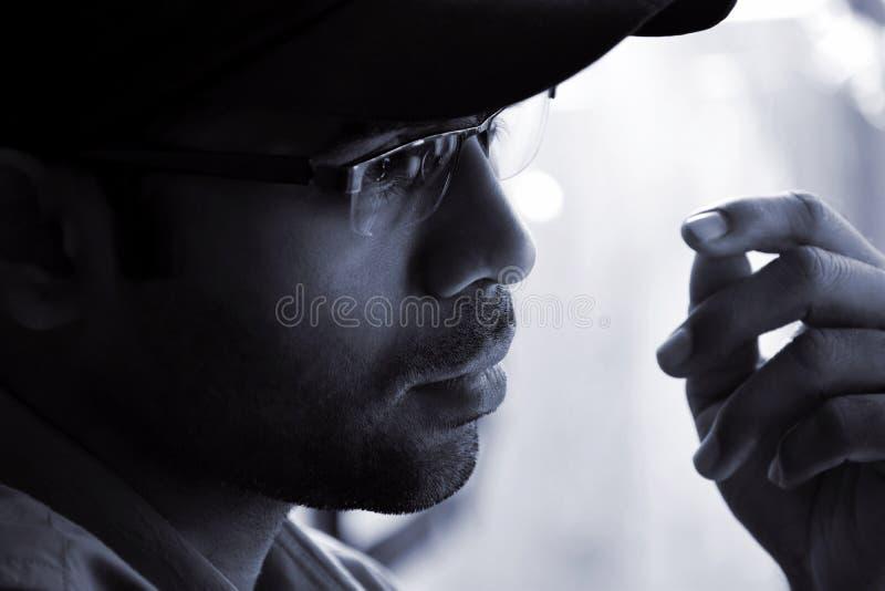 Портрет крупного плана индийский заботливого человека стоковое фото rf