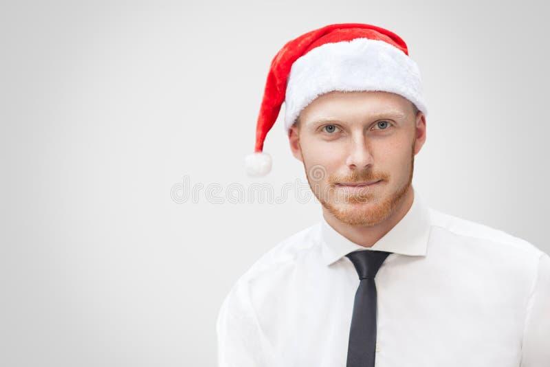 Портрет крупного плана красивого бизнесмена в белой рубашке, черном t стоковые фото