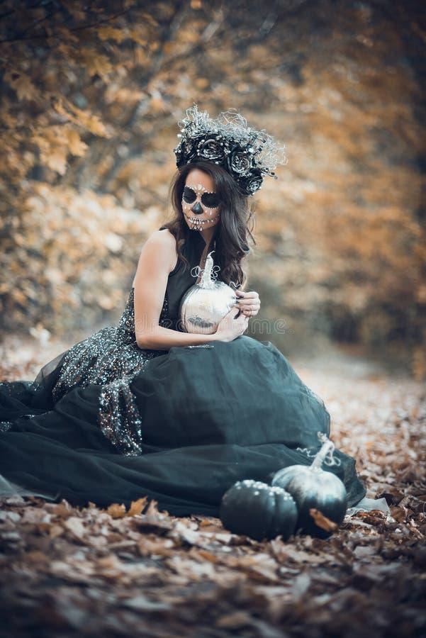 Портрет крупного плана Calavera Catrina в черном платье Макияж черепа сахара muertos de dia los r halloween стоковые изображения