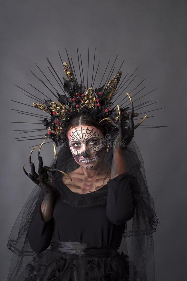 Портрет крупного плана Calavera Catrina Молодая женщина с sku сахара стоковые изображения