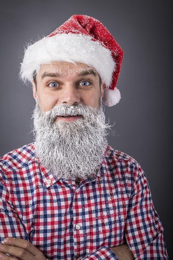 Портрет крупного плана красивого человека при замороженная борода нося san стоковая фотография rf