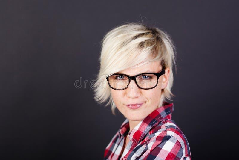 Портрет крупного плана красивой белокурой женщины стоковые фотографии rf