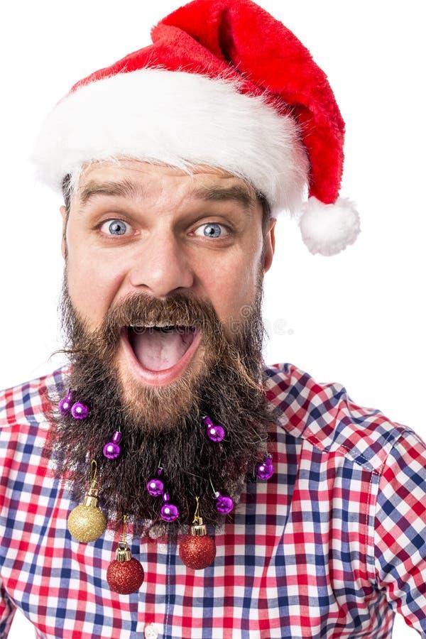 Портрет крупного плана смешного человека с шариками рождества в его медведь стоковое изображение