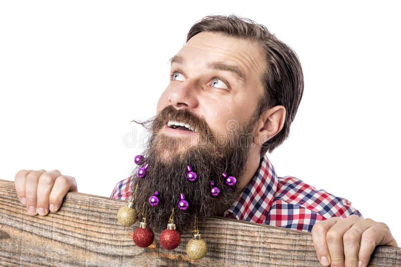 Портрет крупного плана смешного человека с шариками украшения в его bea стоковое фото rf