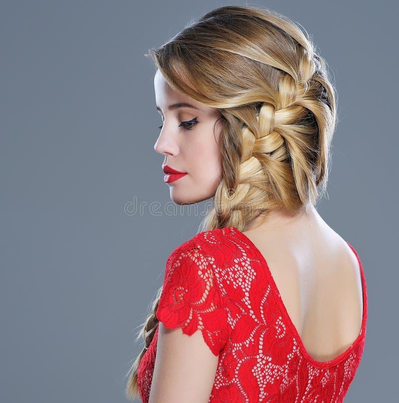 Портрет крупного плана стиля причёсок женщины моды стоковые изображения rf
