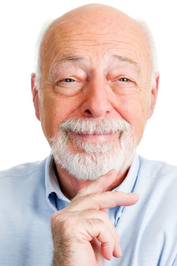Портрет крупного плана усмехаясь старшего человека стоковое изображение