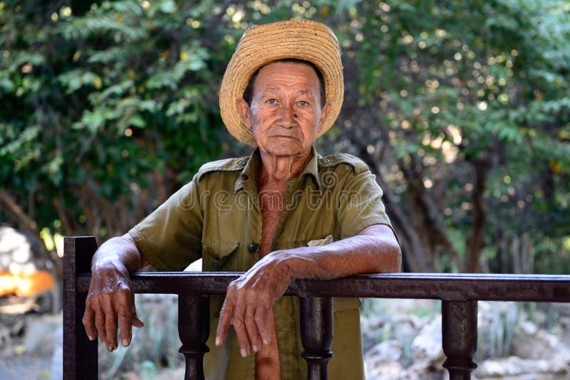 Портрет кубинського фермера на смертях Фиделя Кастро стоковые изображения