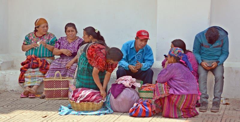 Портрет майяских женщин saling ткань таблицы стоковая фотография rf