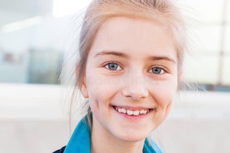 Портрет маленького красивого гимнаста стоковое изображение rf
