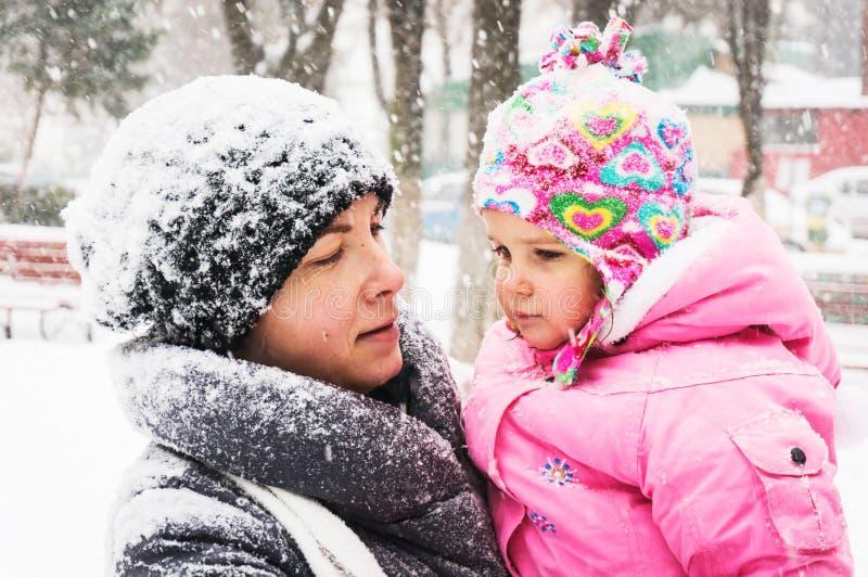 Портрет матери и ребенка стоковое изображение