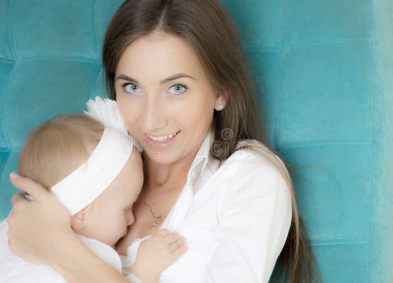 Портрет матери с ее дочерью стоковое фото