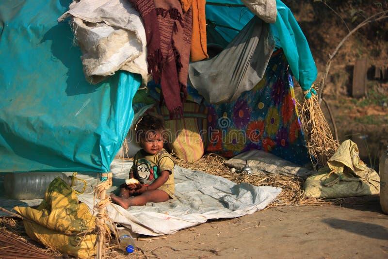 Портрет маленького ребенк vagabond бездомный малыш стоковые фотографии rf