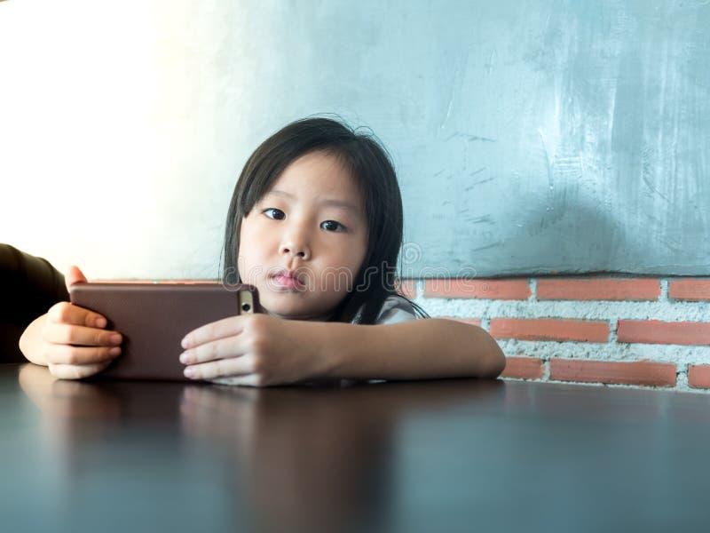 Download Портрет маленькой девочки Азии милой Стоковое Фото - изображение насчитывающей немного, телефон: 81813954