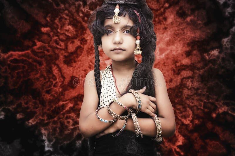 портрет малого модного ребенка девушки стоковая фотография rf